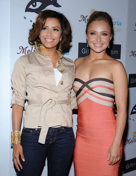 She doesn't feel short next to Hayden Panettiere.
