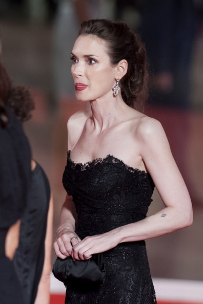 winona black personals Winona ryder biography - affair  'homefront', 'the letter', 'the dilemma', 'black swan', 'star trek  ryder has been linked with several dating .