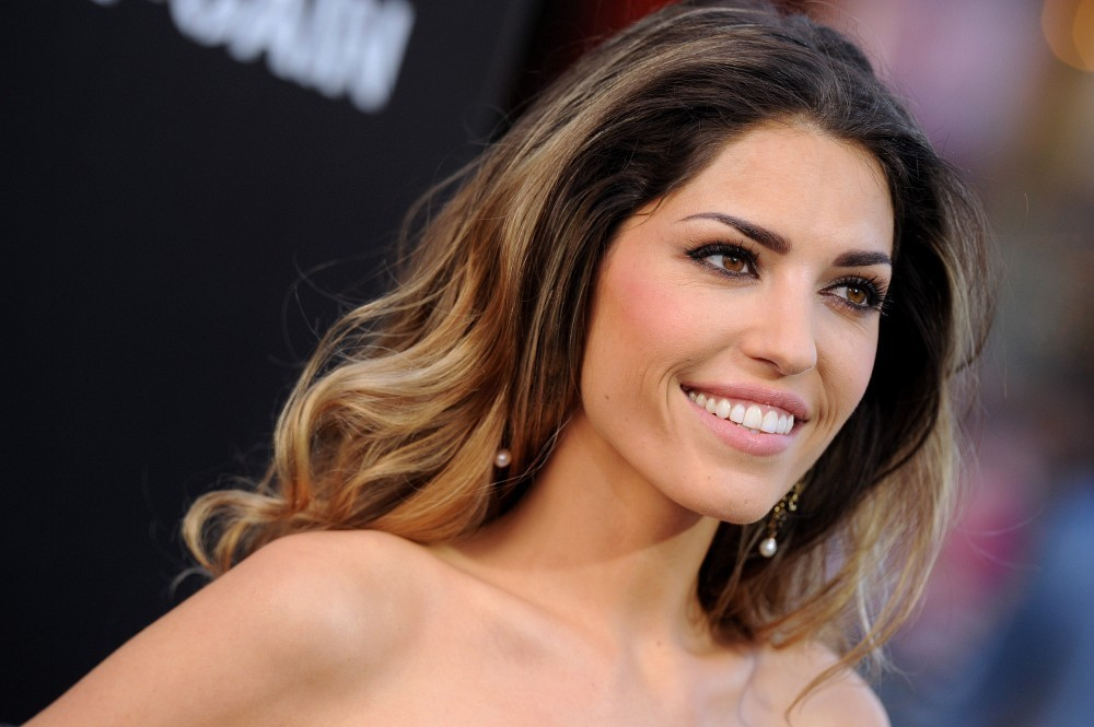 http://www3.pictures.zimbio.com/bg/Yolanthe+Cabau+Pain+Gain+Premieres+Hollywood+MbzbEYghdTGx.jpg