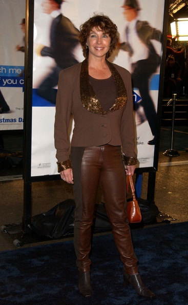 Kathleen Quinlan in Premiere of 'Catch Me If You Can' - Zimbio Milla Jovovich Movies