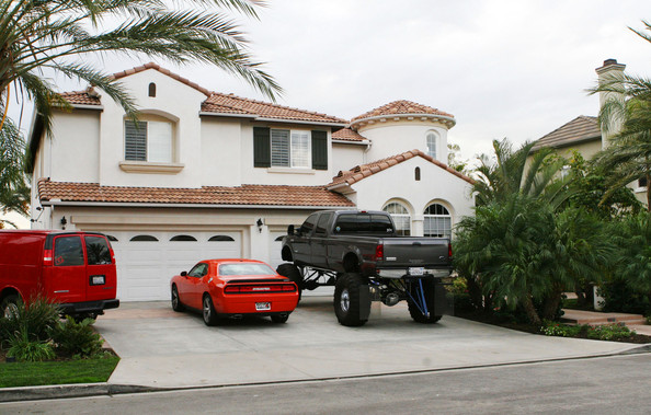 photo: house/residence of beautiful cute talented  5 million earning Los Angeles, California, USA-resident