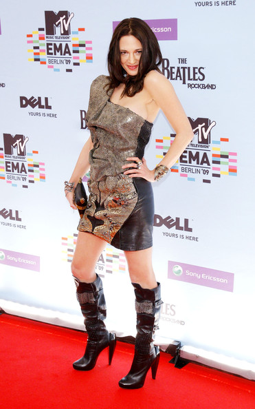 Asia Argento paired her mini-dress with a pair of knee-high leather boots with chain and fishnet detailing.