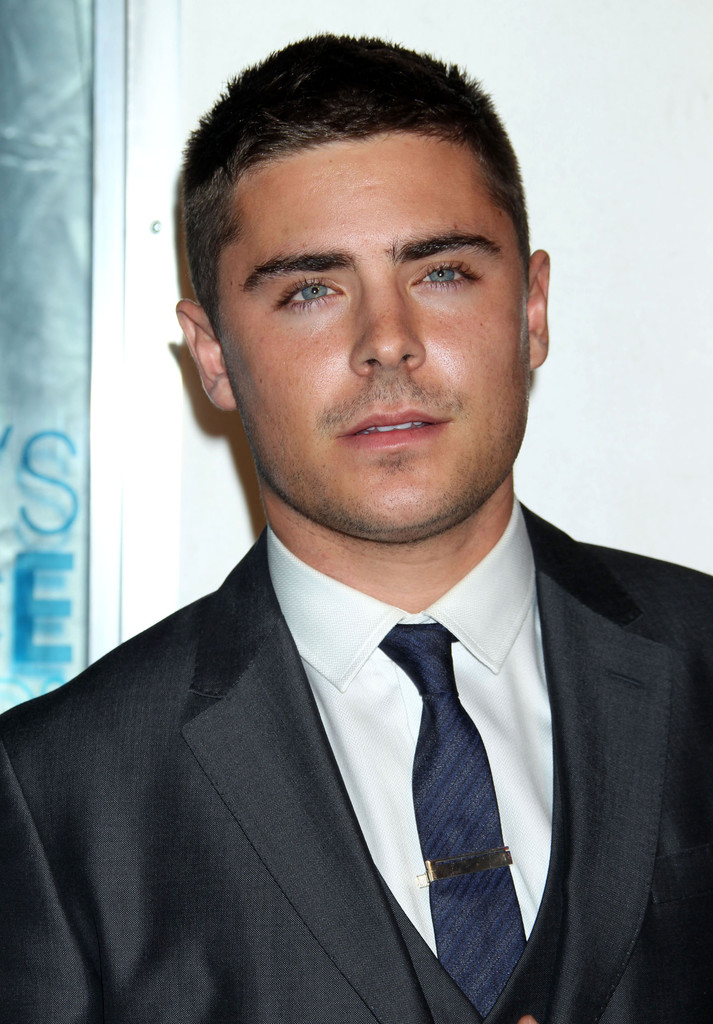 Zac Efron In The 2011 People S Choice Awards Arrivals