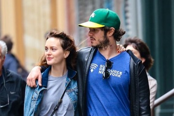 Adam Brody Leighton Meester and Adam Brody Out for a Stroll