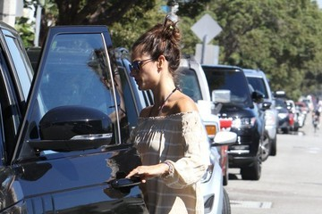 Alessandra Ambrosio Alessandra Ambrosio Out and About in Brentwood