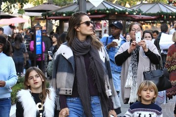 Alessandra Ambrosio Alessandra Ambrosio Takes Her Kids to the Santa House at The Grove