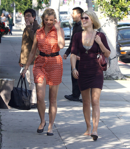 Photo of Ali Larter & her friend  Amy Smart -
