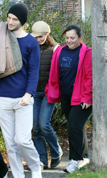 Amanda Knox And Family Enjoying A Walk In The Woods []