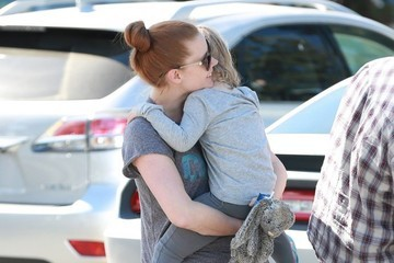 Amy Adams Amy Adams & Daughter Grocery Shopping in West Hollywood
