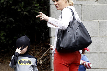 Amy Poehler Abel Arnett Amy Poehler Takes Her Sons To A Costume Party