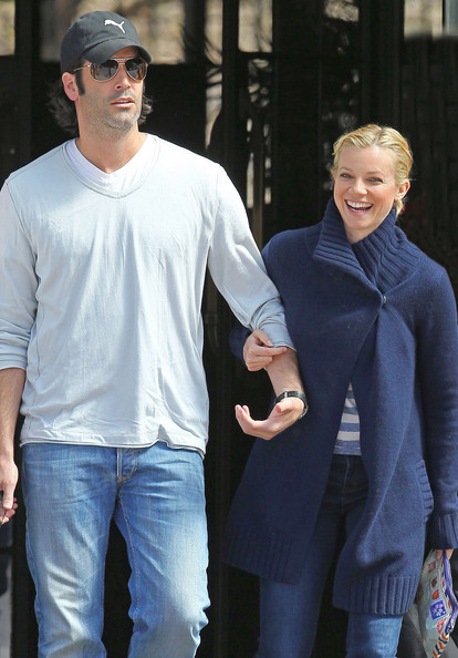 Amy Smart - Amy Smart And Carter Oosterhouse Leaving The Bowery Hotel