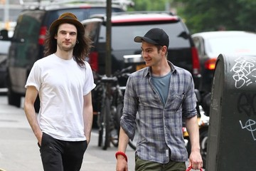 Andrew Garfield Tom Sturridge and Andrew Garfield Hang Out in NYC — Part 2