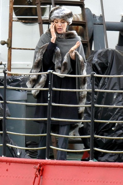 http://www3.pictures.zimbio.com/fp/Angelina+Jolie+Films+Reshoots+Movie+Salt+EQ1wi30vtyrl.jpg