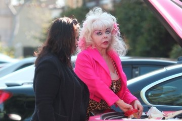 Angelyne Angelyne Sells Merchandise Out Of Her Trunk
