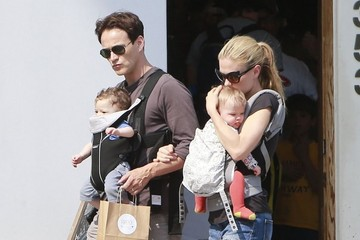 Anna Paquin Charlie Moyer Anna Paquin & Stephen Moyer Spending Time With The Family