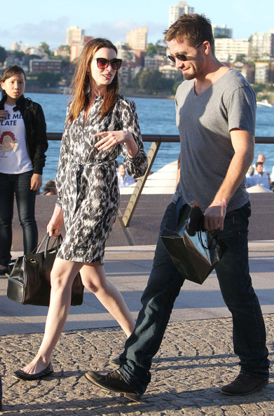 Anne Hathaway & Jake Gyllenhaal take a walk around the Sydney Opera House in ...