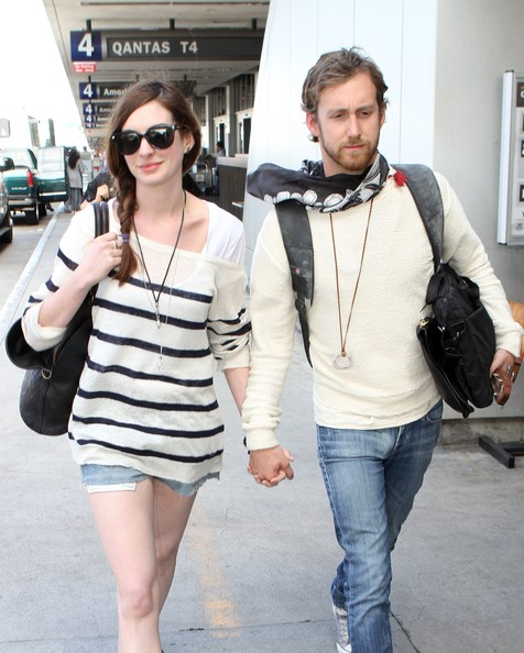 Anne Hathaway Boyfriend: Anne Hathaway & Adam Shulman Arriving At LAX Airport