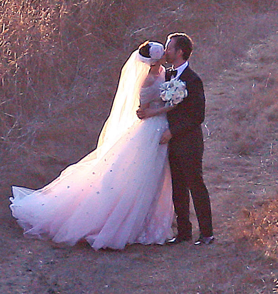 Anne Hathaway Movies On Netflix: Anne Hathaway And Adam Shulman Tie The Knot!
