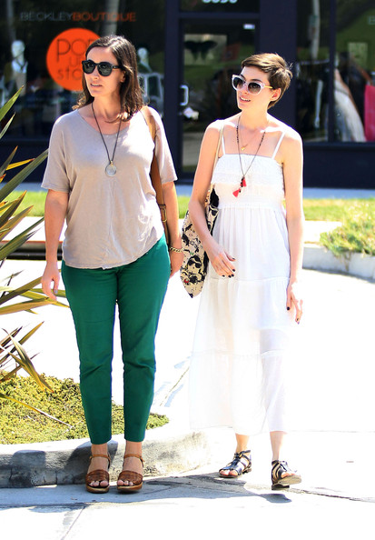 Anne hathaway furniture shopping in west hollywood zimbio for Hathaway furniture new york