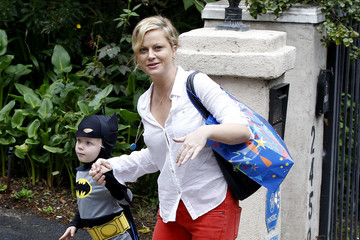 Archie Arnett Amy Poehler Takes Her Sons To A Costume Party