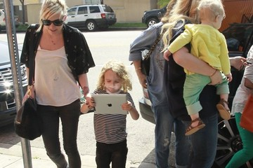 Ashlee Simpson Maxwell Johnson Pregnant Jessica Simpson & Family Out For Lunch