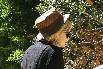 Ashlee Simpson Ashlee Simpson and Evan Ross Visit a Friend