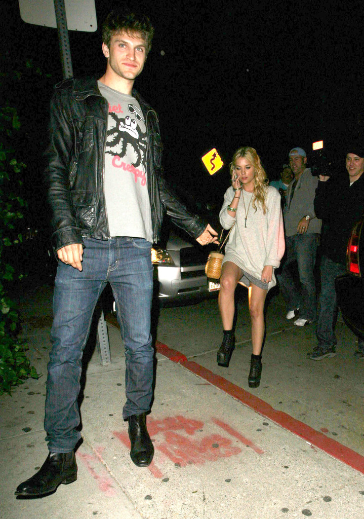 Are keegan allen and ashley benson dating. what am i doing wrong when it comes to dating.