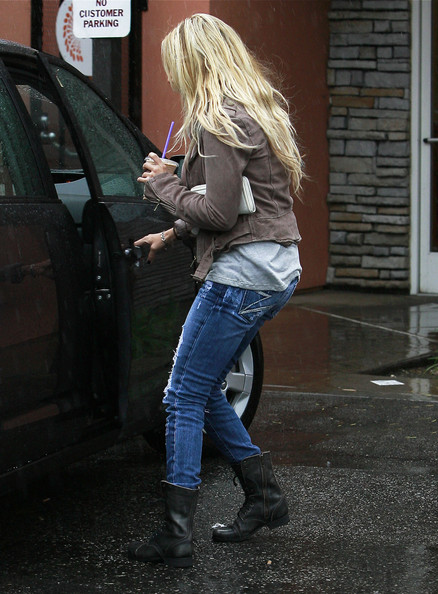 Ashley Tisdale Actress Ashley Tisdale braves the rainstorm to get her coffee ...