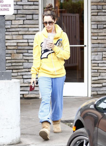 Ashley Tisdale Actress Ashley Tisdale stopping by Starbucks to get an iced coffee in Toluca Lake, CA.