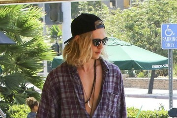 Austin Butler Vanessa Hudgens and Austin Butler Stop For Drinks in Studio City