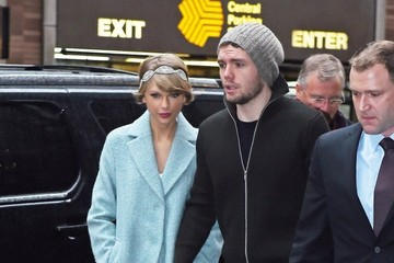 Austin Swift Taylor Swift Heads To Broadway On Christmas Eve