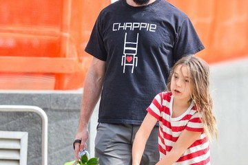 Ava Jackman Hugh Jackman & Daughter Ava Walk Their Dog In NYC