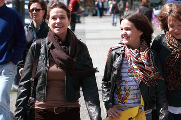 Patricia Riley Bailee Madison and Mom Patricia Enjoy the Vancouver Sunshine