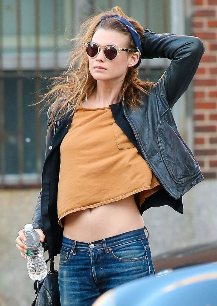 Behati Prinsloo Photos Photos Behati Prinsloo Wears A Crop Top In Nyc Zimbio