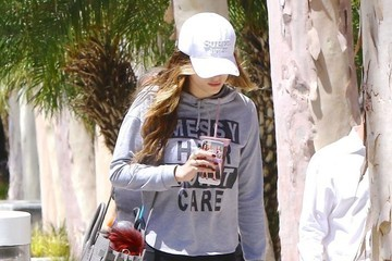 Bella Thorne Bella Thorne Wears Her Feelings on Her Shirt