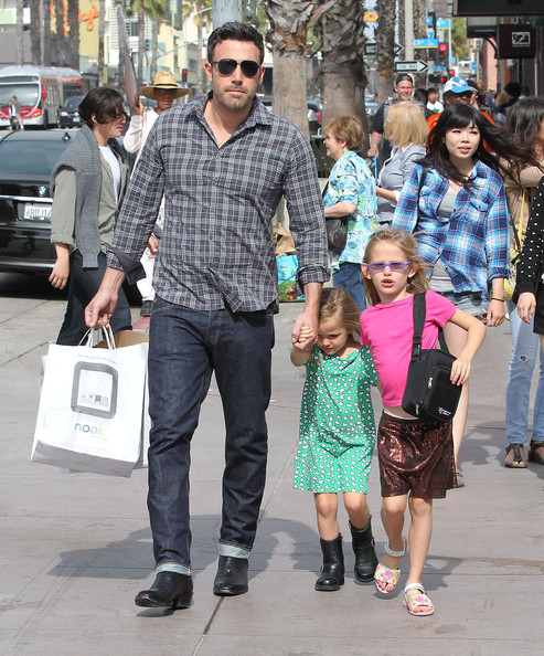 Ben+Affleck in Ben Affleck Takes His Girls To Barnes And Noble
