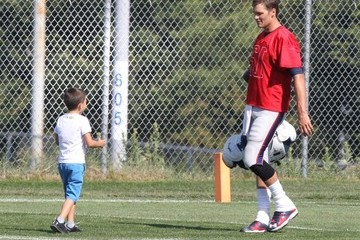 Benjamin Brady Tom Brady Spends Time With His Sons After Practice