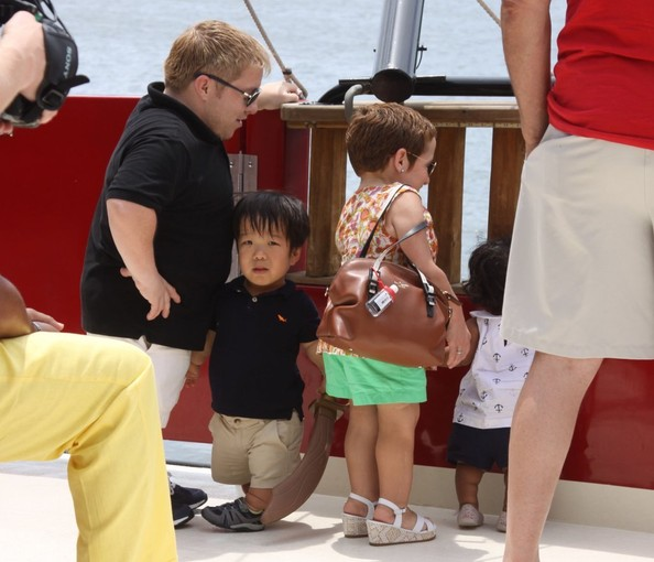 'The Little Couple' Enjoys a Pirate Boat Tour
