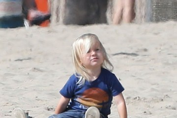 Bingham Bellamy Goldie Hawn & Kurt Russell Spend The Day With Their Grandkids On The Beach In Santa Monica