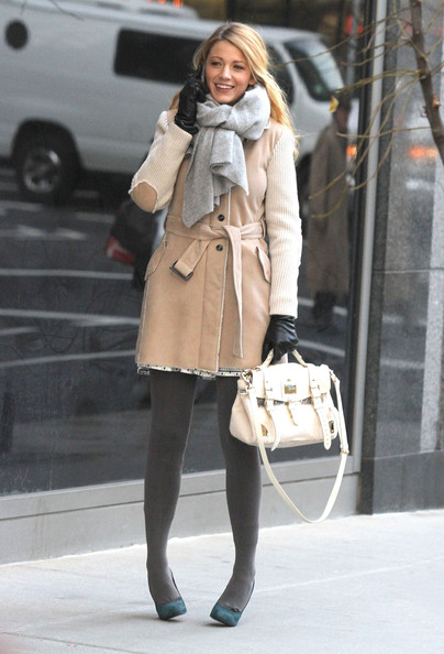 "Blake Lively - Blake Lively Films ""Gossip Girl"" In New York"