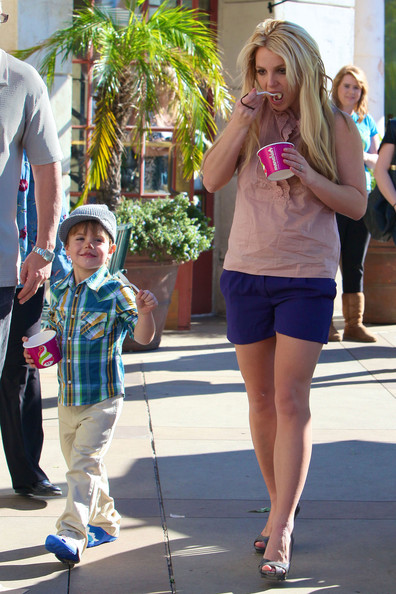 Photo of Britney Spears & her Son  Jayden James