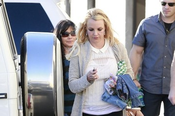 Britney Spears Lynne Spears Britney Spears Takes Her Family To An Indoor Playground