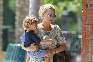 Brooks Stuber Molly Sims & Her Son At The Park