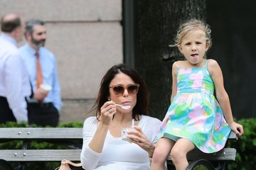 Bryn Hoppy Bethenny Frankel and Daughter Bryn Enjoy a Snack