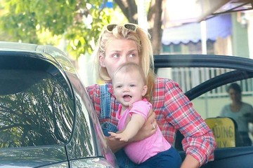 Busy Philipps Cricket Silverstein Busy Philipps & Family Go To Breakfast