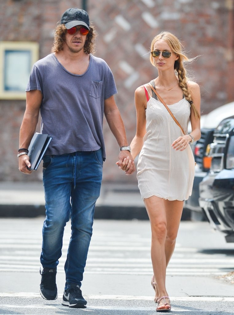 Vanessa Lorenzo in Carles Puyol & His Girlfriend Walk ...
