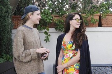 Caroline Grant Lana Del Rey Lunches At Il Pastaio With Her Sister
