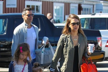 Cash Warren Jessica Alba Takes The Family To Breakfast