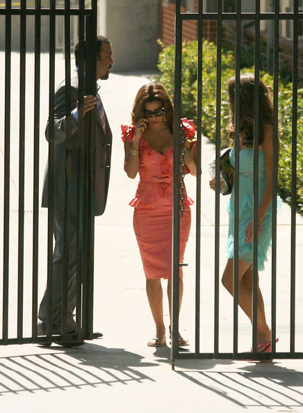 http://www3.pictures.zimbio.com/fp/Cast+Desperate+Housewives+Seen+Set+2+rczm-cME0t5l.jpg