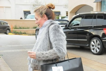 Cat Deeley Pregnant Cat Deeley Goes Shopping in Beverly Hills